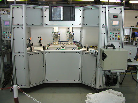 Double ultrasonic welding station